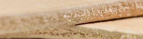 Натуральный чепрак используется для изготовления  низа обуви, кожгалантерейных изделий , для создания стелек, ремней и пр. Чепрак обладает большой плотностью и значительной толщиной ( 3 - 5 мм)а также износостойкостью. Используется также для тиснения ,  для штампов и гравировки холодным способом, книжных переплетов и т.д.